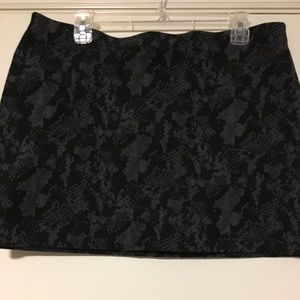 Black and gray print Express skirt